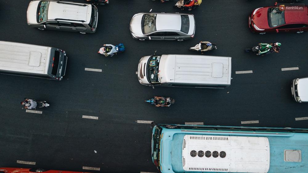 Chùm ảnh Flycam người dân ùn ùn đổ về quê ăn Tết, các ngả đường về bến xe lớn nhất Sài Gòn ùn tắc kinh hoàng - Ảnh 14.
