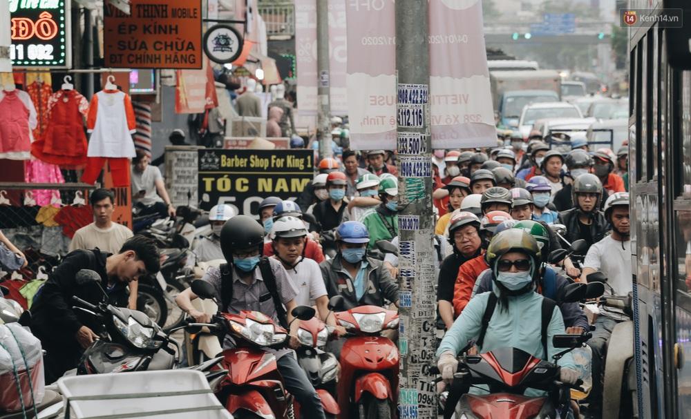 Chùm ảnh Flycam người dân ùn ùn đổ về quê ăn Tết, các ngả đường về bến xe lớn nhất Sài Gòn ùn tắc kinh hoàng - Ảnh 10.