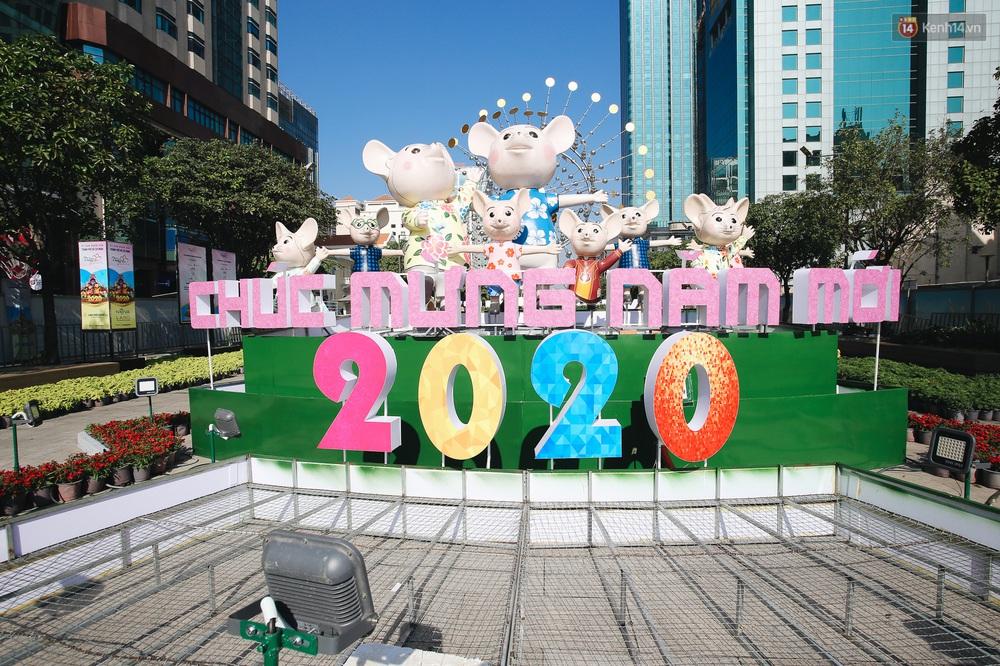 Cận cảnh đường hoa Nguyễn Huệ Tết Canh Tý 2020 khoe sắc rực rỡ trước ngày khai mạc - Ảnh 18.
