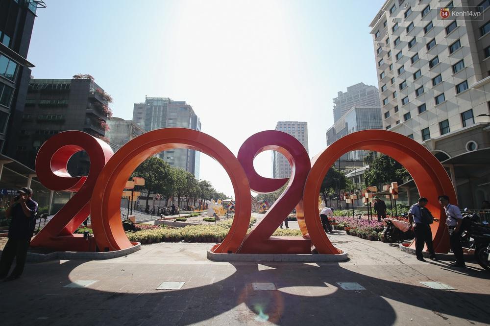 Cận cảnh đường hoa Nguyễn Huệ Tết Canh Tý 2020 khoe sắc rực rỡ trước ngày khai mạc - Ảnh 11.