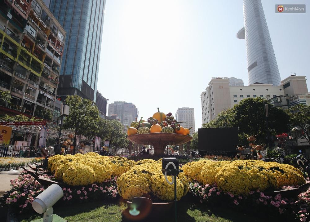 Cận cảnh đường hoa Nguyễn Huệ Tết Canh Tý 2020 khoe sắc rực rỡ trước ngày khai mạc - Ảnh 8.