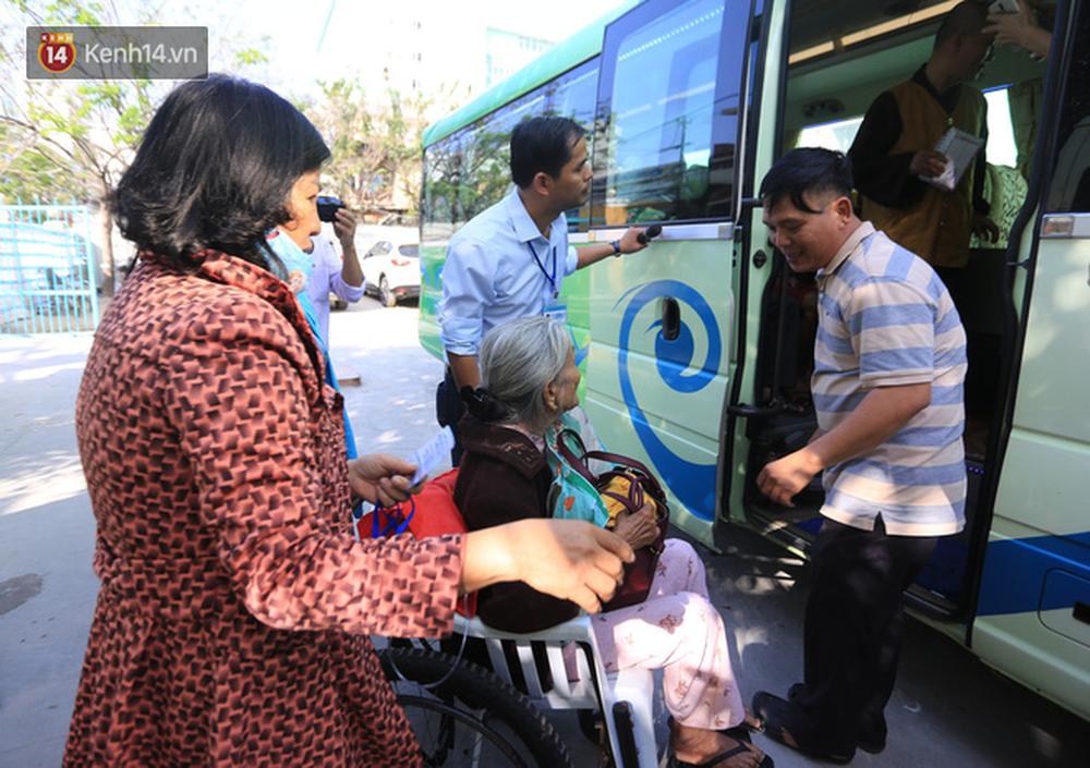 Những ánh mắt xúc động của bệnh nhân Đà Nẵng khi được lên chuyến xe miễn phí về quê ăn Tết - Ảnh 2.