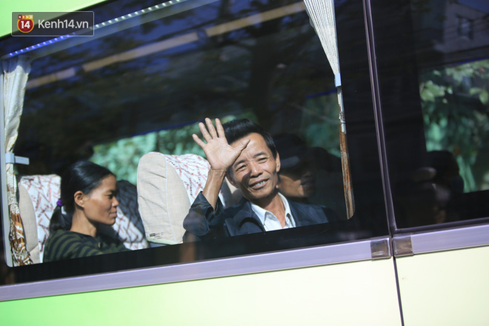 Những ánh mắt xúc động của bệnh nhân Đà Nẵng khi được lên chuyến xe miễn phí về quê ăn Tết - Ảnh 8.