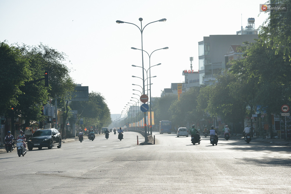 Ảnh: Sài Gòn bình yên trong nắng ban mai, đường phố vắng người qua lại sáng Mồng 1 Tết Canh Tý 2020 - Ảnh 2.
