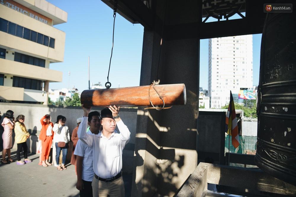 Ảnh: Sài Gòn bình yên trong nắng ban mai, đường phố vắng người qua lại sáng Mồng 1 Tết Canh Tý 2020 - Ảnh 16.