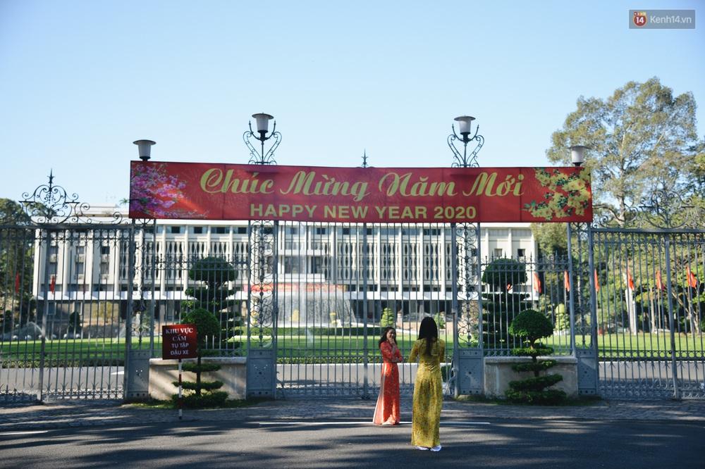 Ảnh: Sài Gòn bình yên trong nắng ban mai, đường phố vắng người qua lại sáng Mồng 1 Tết Canh Tý 2020 - Ảnh 10.