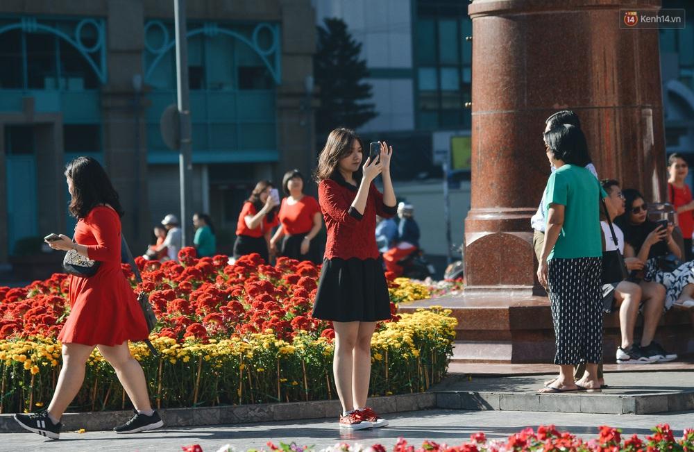 Ảnh: Sài Gòn bình yên trong nắng ban mai, đường phố vắng người qua lại sáng Mồng 1 Tết Canh Tý 2020 - Ảnh 12.