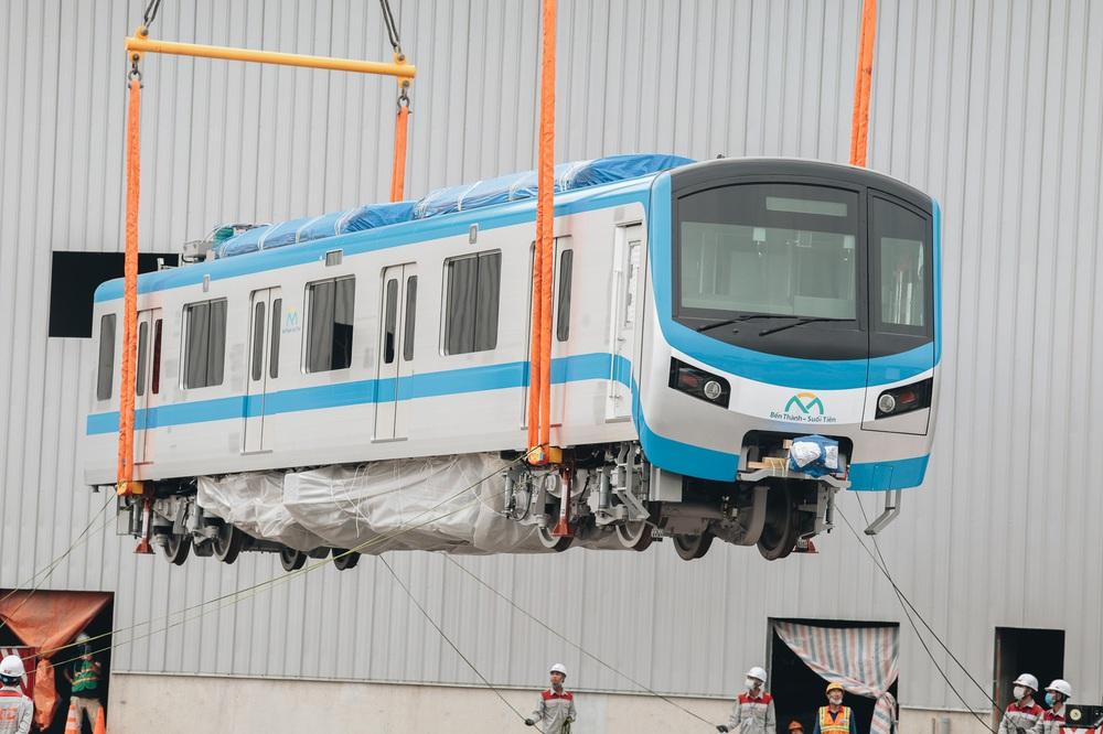 Ảnh: Cận cảnh lắp ráp tàu Metro số 1 vào đường ray tạm ở Sài Gòn - Ảnh 7.