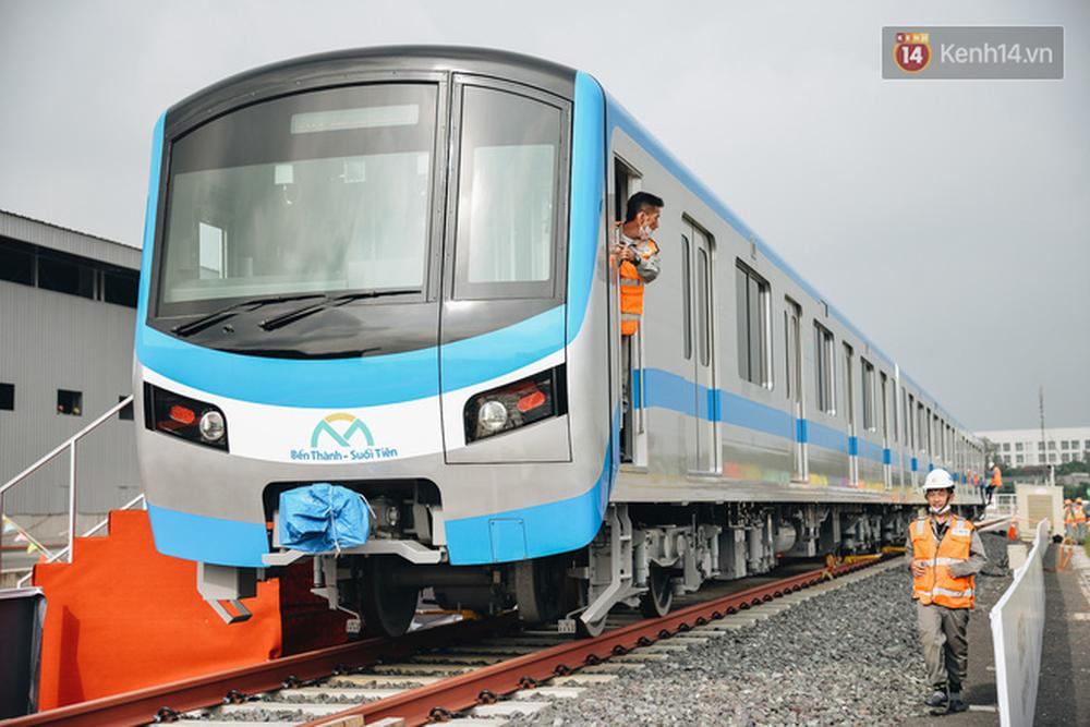 Cận cảnh nội thất hiện đại, cực xịn của đoàn tàu Metro số 1 đầu tiên vừa về Sài Gòn - Ảnh 3.