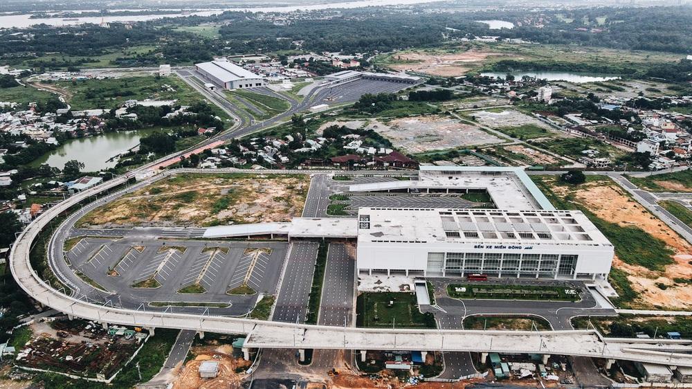 Cận cảnh bến xe Miền Đông mới 4.000 tỷ đồng, xịn nhất Việt Nam trước ngày hoạt động - Ảnh 1.