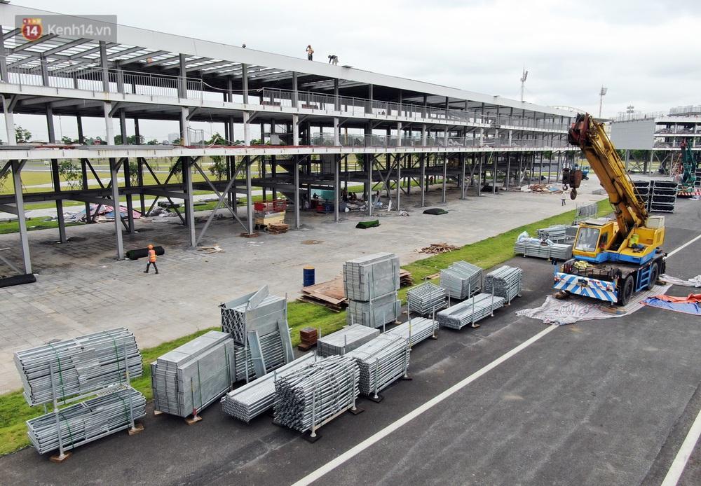 Sau 7 tháng tạm hoãn vì Covid-19, Hà Nội tiếp tục tháo dỡ khán đài đường đua F1 - Ảnh 8.