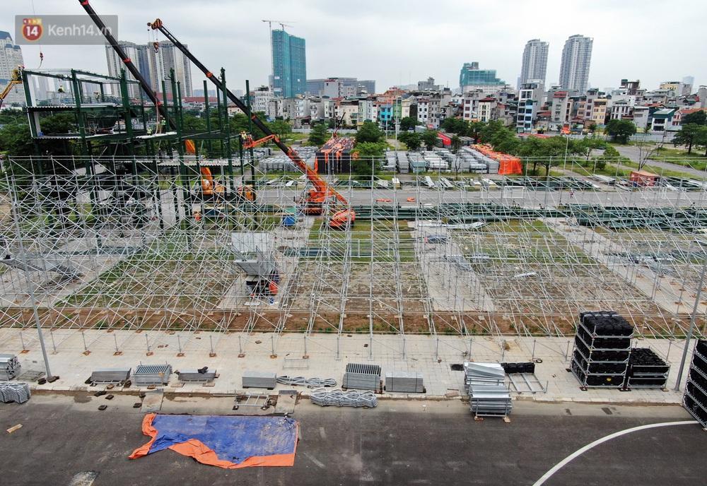 Sau 7 tháng tạm hoãn vì Covid-19, Hà Nội tiếp tục tháo dỡ khán đài đường đua F1 - Ảnh 3.