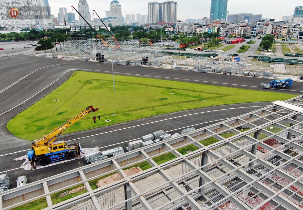 Sau 7 tháng tạm hoãn vì Covid-19, Hà Nội tiếp tục tháo dỡ khán đài đường đua F1 - Ảnh 6.