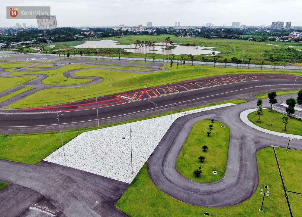Sau 7 tháng tạm hoãn vì Covid-19, Hà Nội tiếp tục tháo dỡ khán đài đường đua F1 - Ảnh 1.