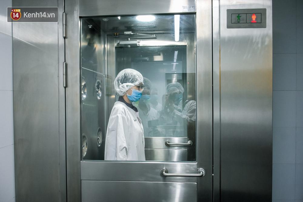 Cận cảnh quy trình sản xuất bánh mì thanh long của Việt Nam được báo Mỹ hết lời khen ngợi - Ảnh 4.
