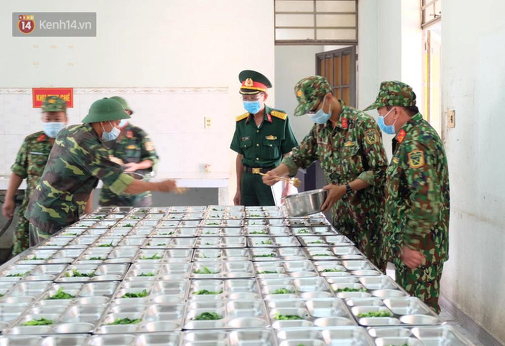 Cận cảnh bên trong khu cách ly người Việt từ tâm dịch virus Corona của Hàn Quốc về Đà Nẵng - Ảnh 13.