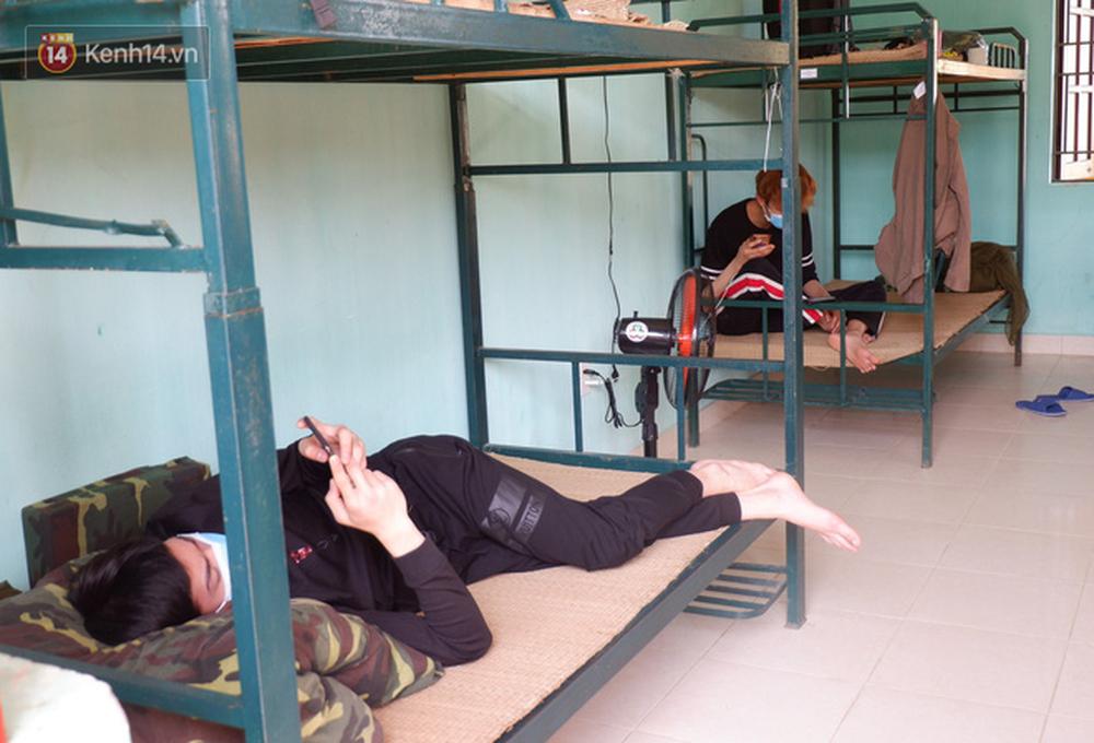 Cận cảnh bên trong khu cách ly người Việt từ tâm dịch virus Corona của Hàn Quốc về Đà Nẵng - Ảnh 7.