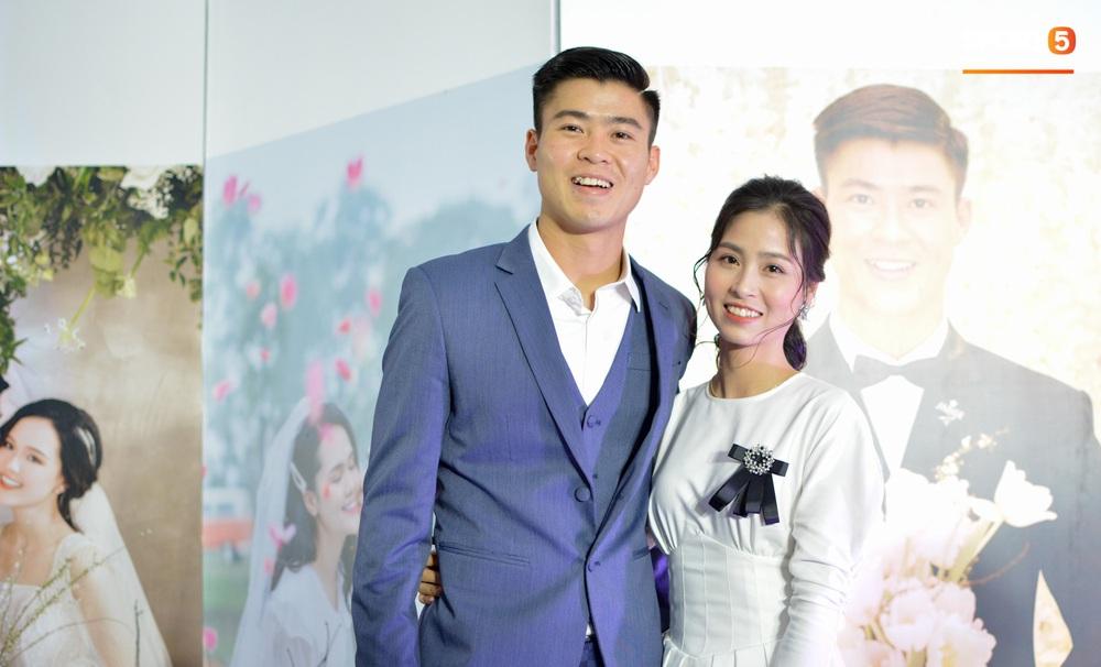 Lễ cưới Duy Mạnh - Quỳnh Anh: Cô dâu và chú rể trao nhẫn cho nhau trong tiếng reo hò của hơn một nghìn quan khách - Ảnh 25.