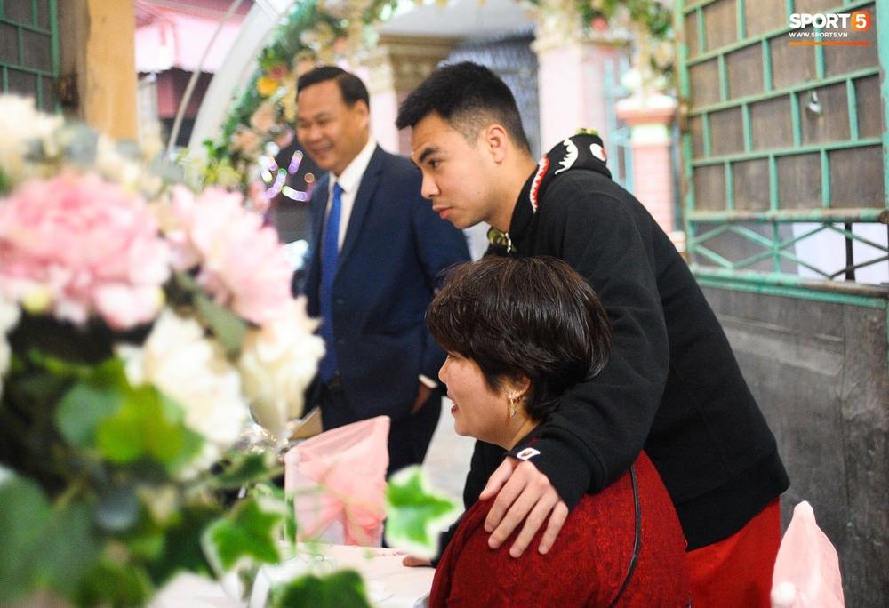 Lễ cưới Duy Mạnh - Quỳnh Anh: Cô dâu và chú rể trao nhẫn cho nhau trong tiếng reo hò của hơn một nghìn quan khách - Ảnh 21.