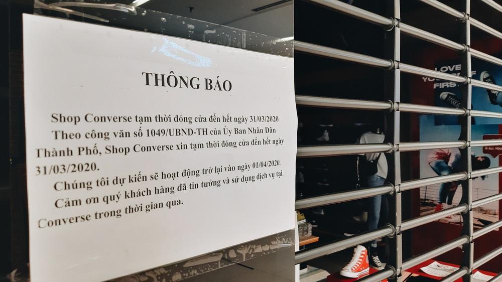 Phố Sài Gòn vắng lặng, quán cafe đồng loạt tạm đóng cửa chung tay phòng chống dịch Covid-19 - Ảnh 19.