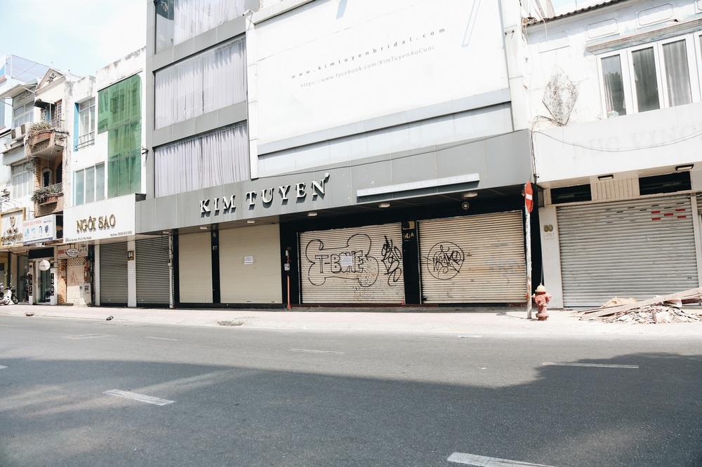 Phố Sài Gòn vắng lặng, quán cafe đồng loạt tạm đóng cửa chung tay phòng chống dịch Covid-19 - Ảnh 14.