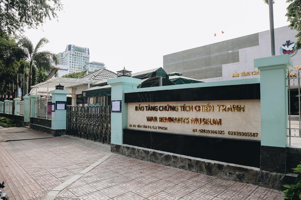 Ngày đầu áp dụng lệnh hạn chế di chuyển: Những điểm vui chơi ở Sài Gòn vắng hoe, chợ Bến Thành không một bóng du khách - Ảnh 12.