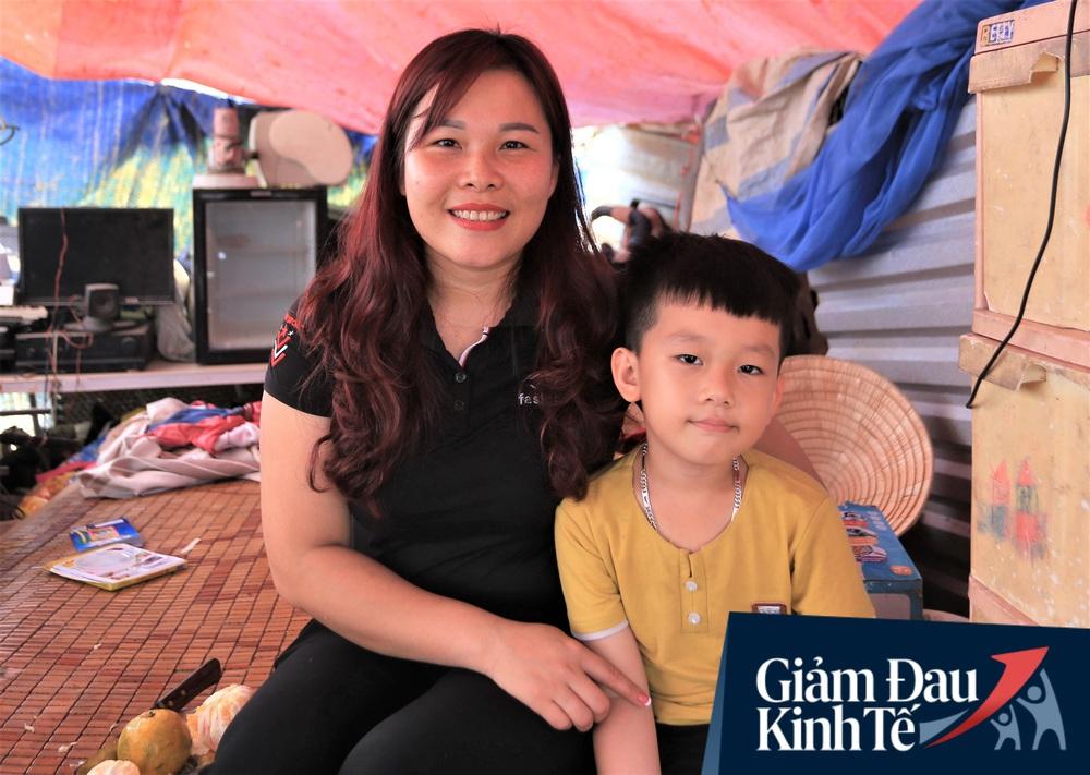 Nhiều chủ nhà trọ ở Đà Nẵng giảm tiền, phát mì tôm miễn phí: Người thuê trọ bật khóc vì xúc động - Ảnh 5.