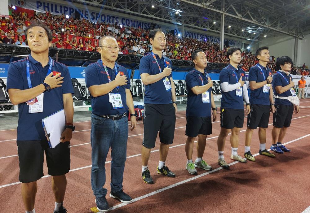 U22 Việt Nam ăn mừng cực cảm xúc khi vô địch SEA Games 30 - Ảnh 1.