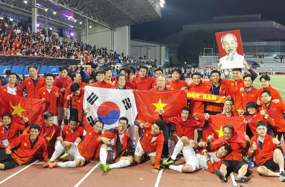 U22 Việt Nam ăn mừng cực cảm xúc khi vô địch SEA Games 30 - Ảnh 20.