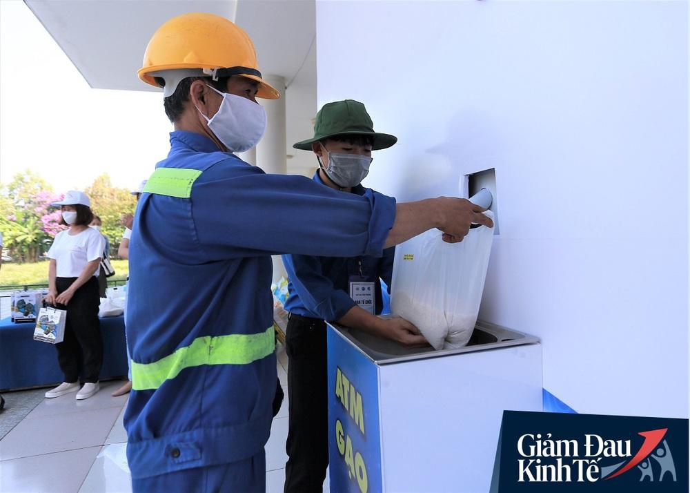 ATM gạo tự động đầu tiên ở Đà Nẵng: Không phân biệt bạn đi xe gì, ai cần cứ đến lấy! - Ảnh 12.