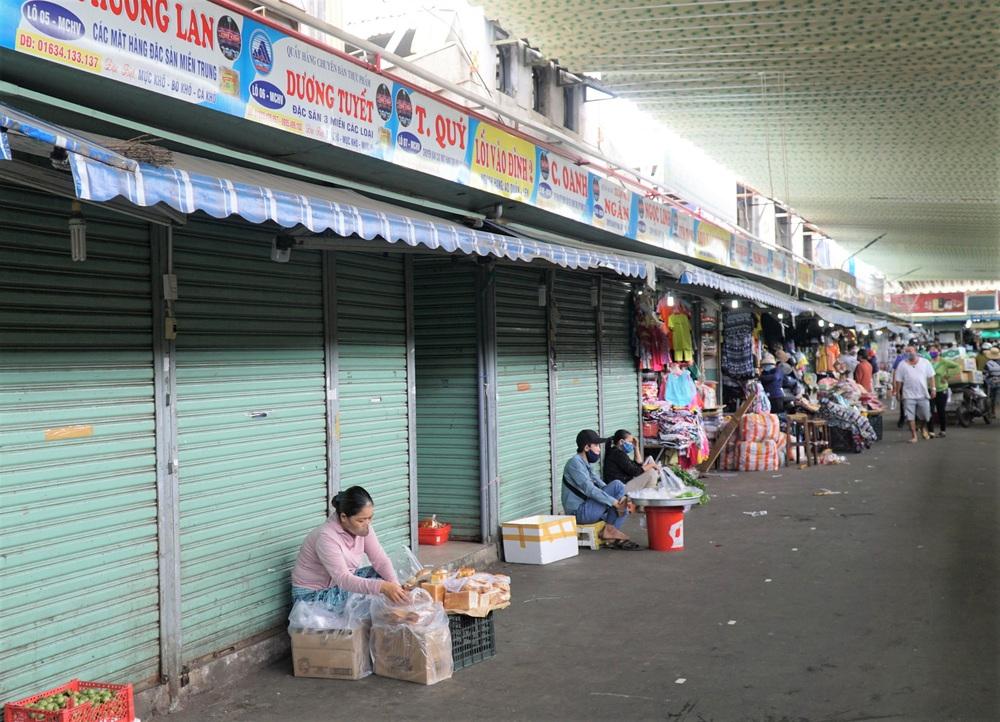 Đà Nẵng ngày đầu nới lỏng giãn cách xã hội: Một số người dân ra đường thưởng thức cafe, tắm biển - Ảnh 11.