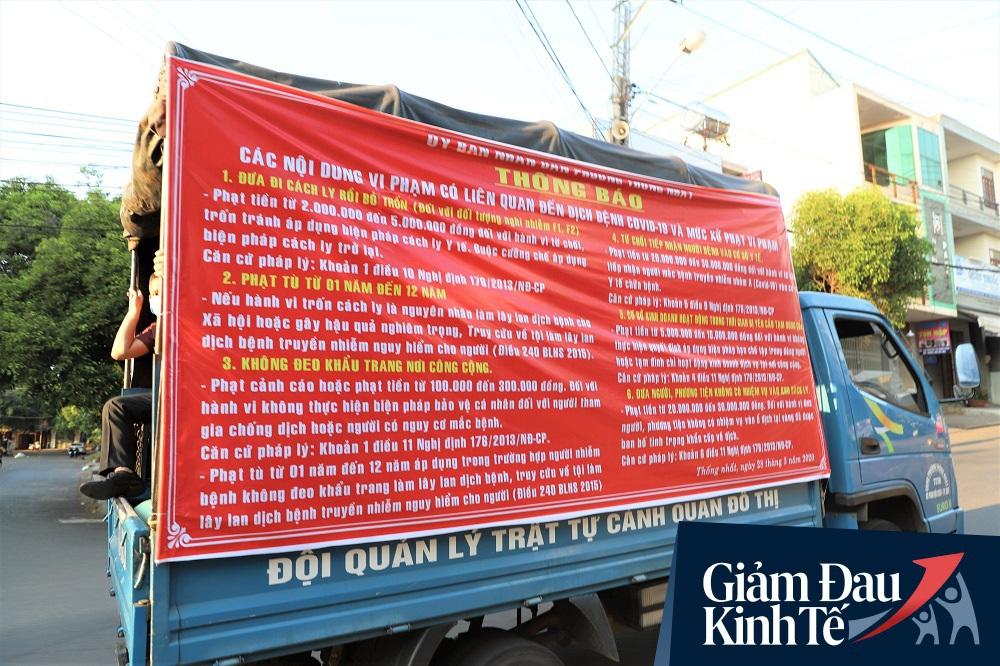 Dùng xe tải phát hơn 4 tấn gạo miễn phí cho người nghèo để tránh tập trung đông người trong mùa dịch - Ảnh 7.