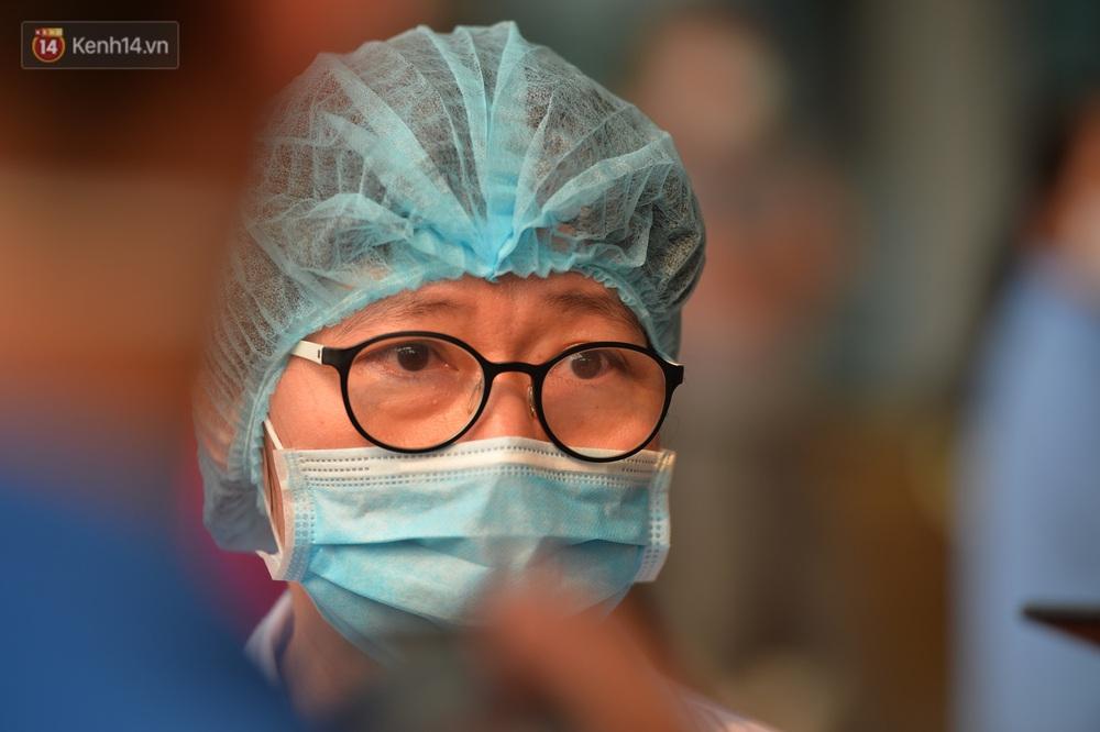 Bác sỹ tuyến đầu điều trị bệnh nhân Covid-19: Mong mọi người nghiêm túc cách ly xã hội vì sức chúng tôi có hạn - Ảnh 10.