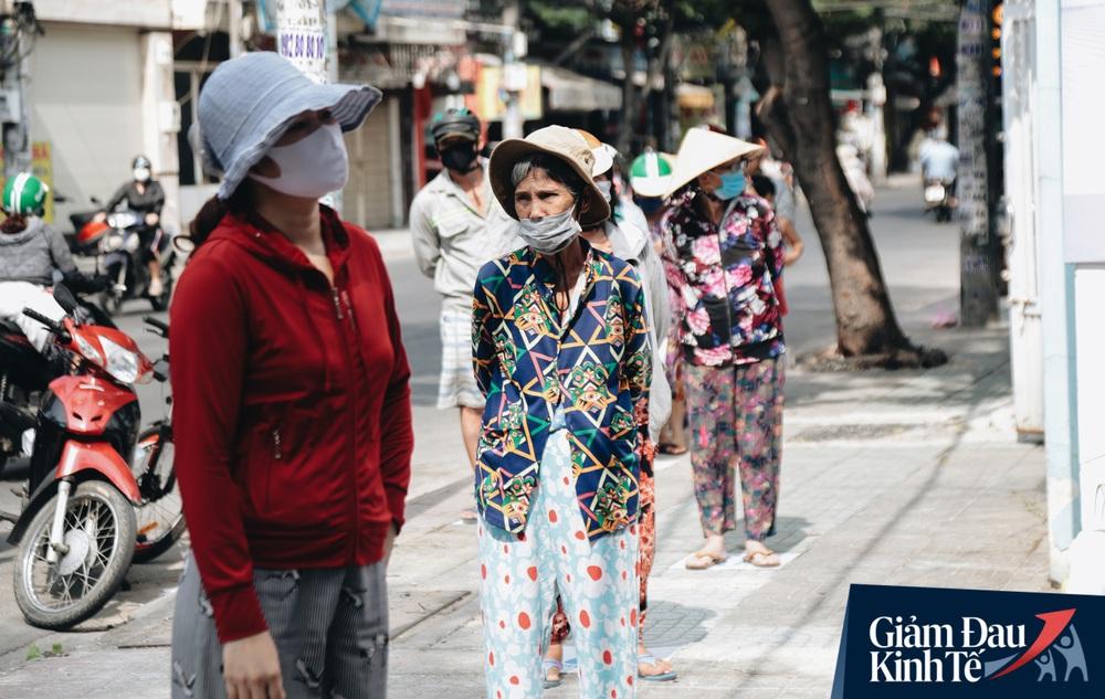 Máy ATM nhả ra gạo miễn phí cho người nghèo giữa thời dịch ở Sài Gòn, đảm bảo không một ai bị bỏ lại phía sau - Ảnh 8.