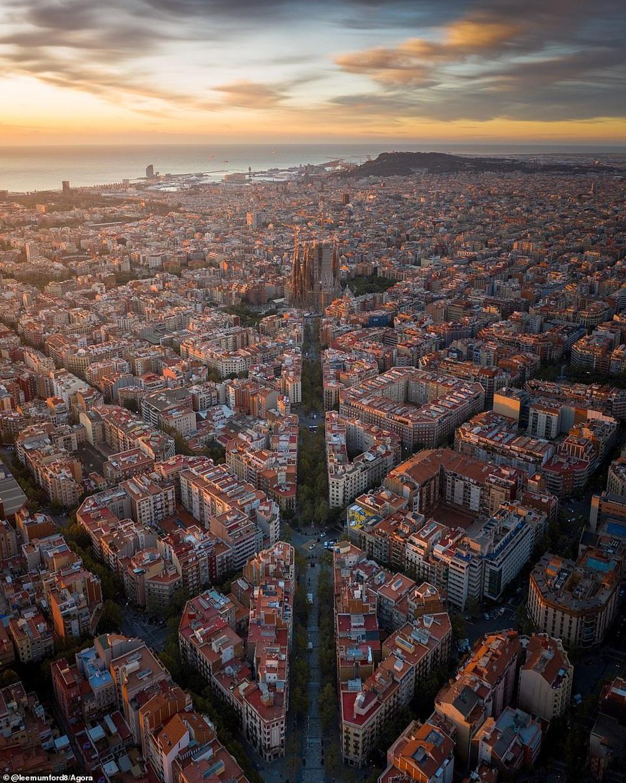 Cầu Vàng vượt qua 10.000 đối thủ giành chiến thắng giải nhiếp ảnh Architecture 2020, một địa danh khác của Việt Nam cũng lọt top đề cử - Ảnh 17.
