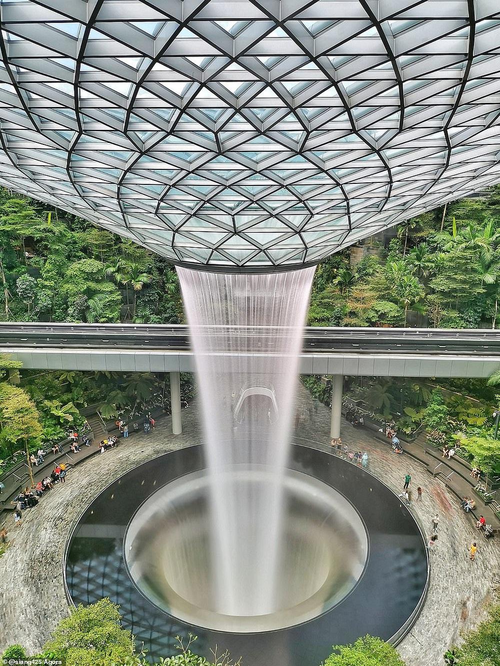 Cầu Vàng vượt qua 10.000 đối thủ giành chiến thắng giải nhiếp ảnh Architecture 2020, một địa danh khác của Việt Nam cũng lọt top đề cử - Ảnh 11.