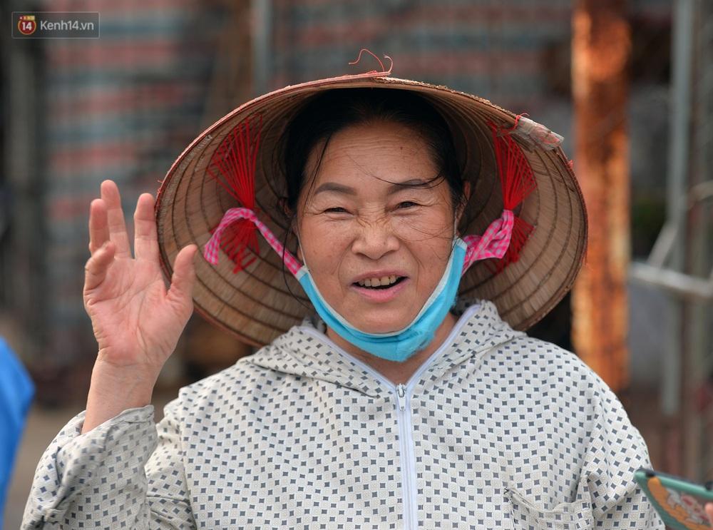 Những gánh hoa lại về với thôn Hạ Lôi: Dịch bệnh đi qua, mình còn khỏe, còn cuộc đời này để tiếp tục - Ảnh 9.