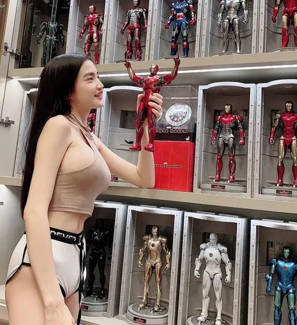 Nữ streamer sexy khiến fan thổn thức vì vòng một quá khủng, nhưng BST mô hình triệu đô mới là thứ gây xôn xao! - Ảnh 4.