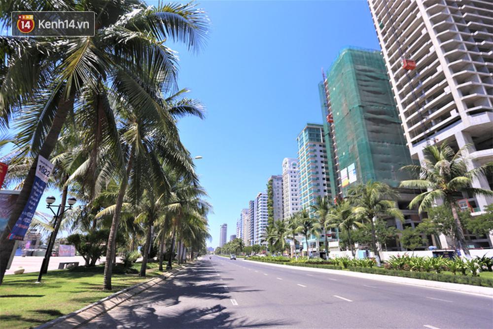 Toàn cảnh Đà Nẵng ngày đầu cách ly xã hội: Bãi biển không bóng người, bến xe dừng hoạt động - Ảnh 5.