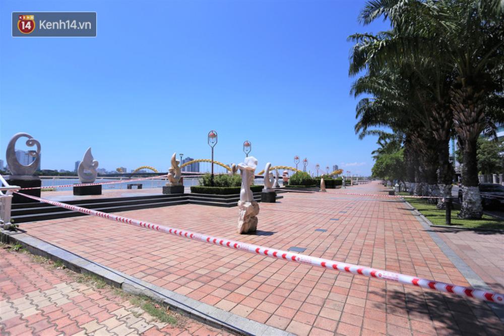Toàn cảnh Đà Nẵng ngày đầu cách ly xã hội: Bãi biển không bóng người, bến xe dừng hoạt động - Ảnh 22.