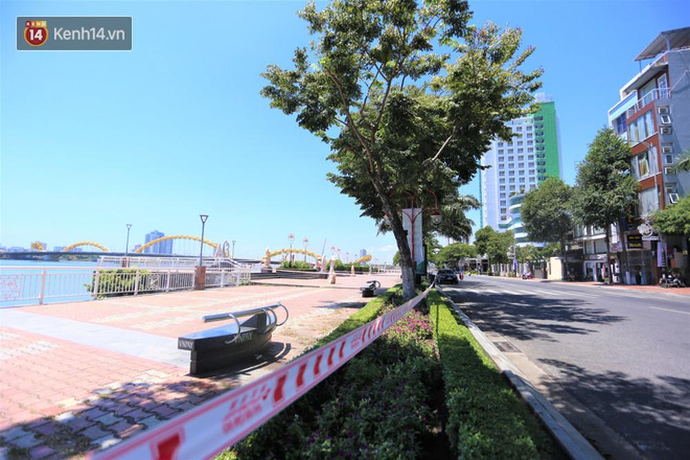 Toàn cảnh Đà Nẵng ngày đầu cách ly xã hội: Bãi biển không bóng người, bến xe dừng hoạt động - Ảnh 3.