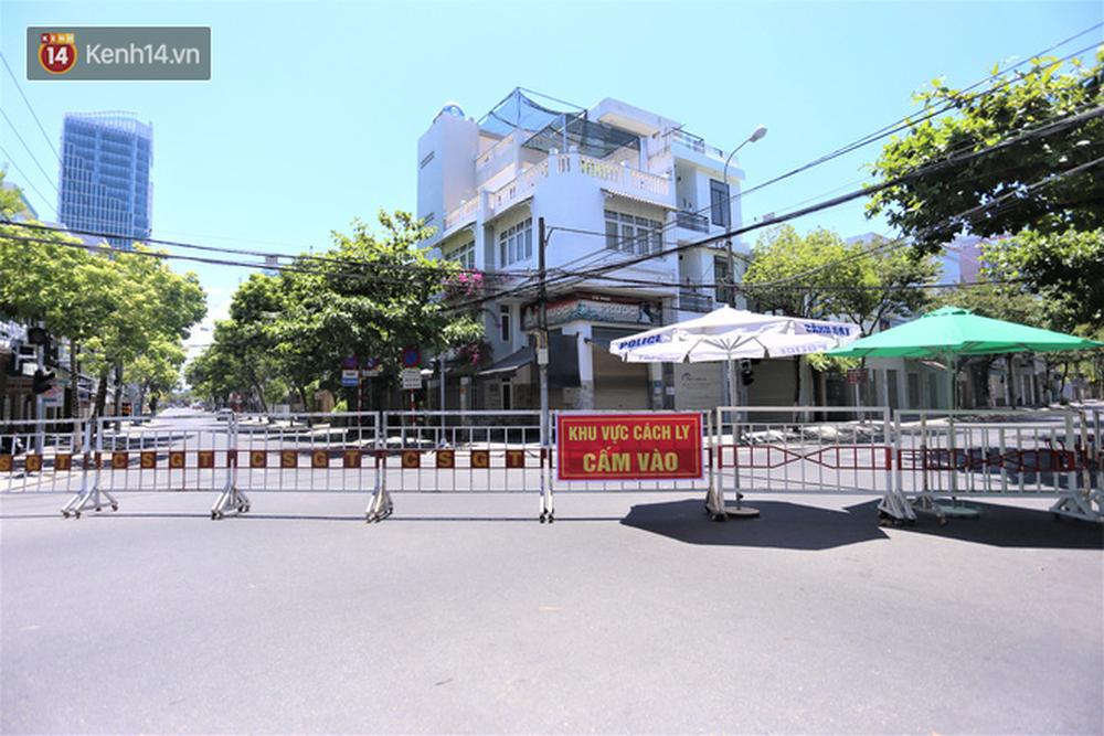 Toàn cảnh Đà Nẵng ngày đầu cách ly xã hội: Bãi biển không bóng người, bến xe dừng hoạt động - Ảnh 1.