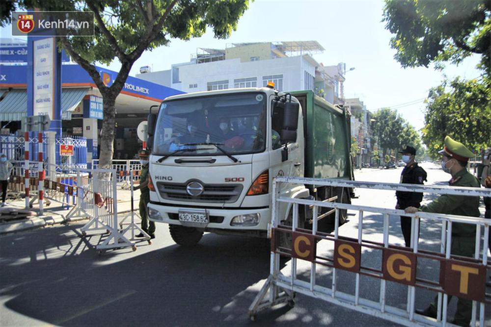 Toàn cảnh Đà Nẵng ngày đầu cách ly xã hội: Bãi biển không bóng người, bến xe dừng hoạt động - Ảnh 26.