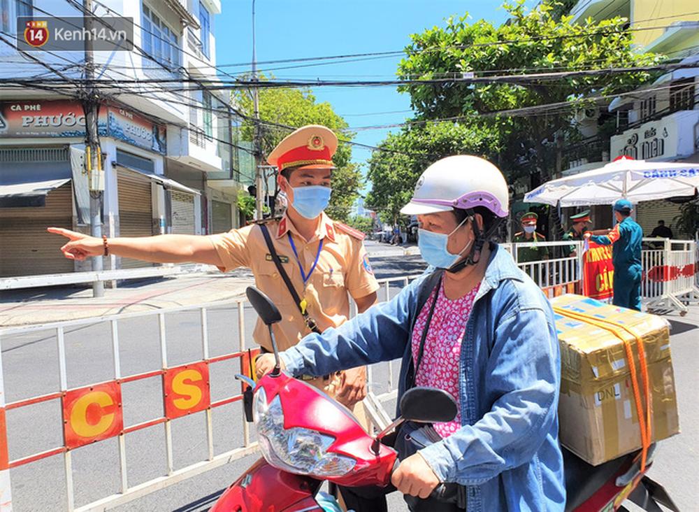 Toàn cảnh Đà Nẵng ngày đầu cách ly xã hội: Bãi biển không bóng người, bến xe dừng hoạt động - Ảnh 4.