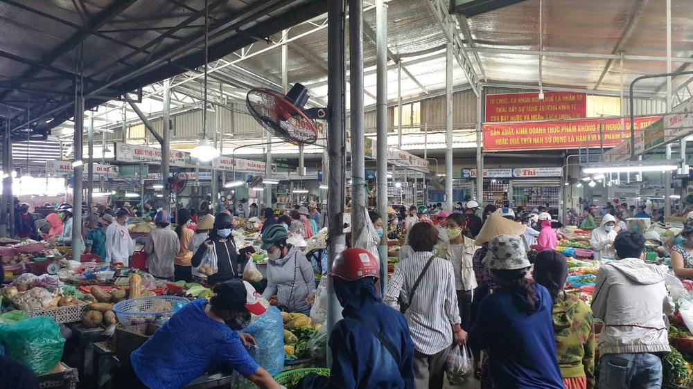 Chùm ảnh: Tất cả hàng quán ở Đà Nẵng chính thức đóng cửa, ngưng cả bán mang về từ 13 giờ chiều nay - Ảnh 12.