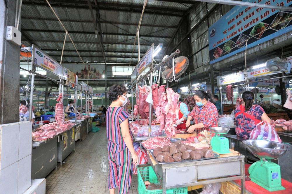Ảnh: Ngày đầu người dân Đà Nẵng thực hiện đi chợ bằng phiếu ngày chẵn lẻ - Ảnh 14.