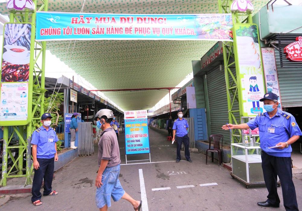 Ảnh: Ngày đầu người dân Đà Nẵng thực hiện đi chợ bằng phiếu ngày chẵn lẻ - Ảnh 9.