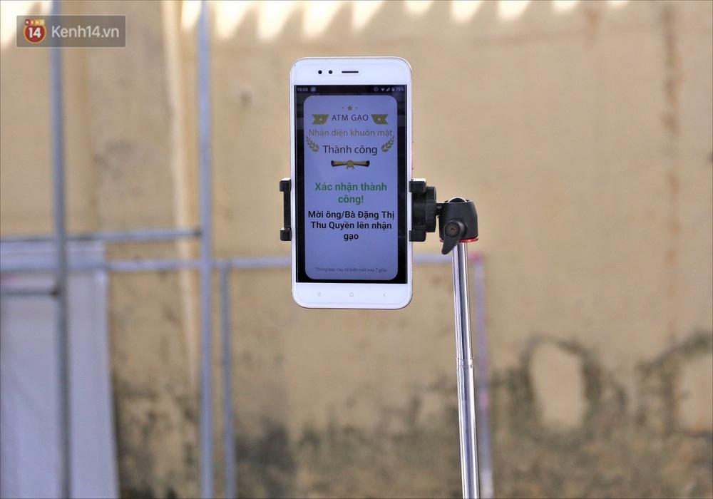 ATM gạo ứng dụng trí tuệ nhân tạo tại Đà Nẵng: Gọi điện hẹn trước 30 phút, nhận diện đúng người nghèo mới nhả gạo - Ảnh 8.