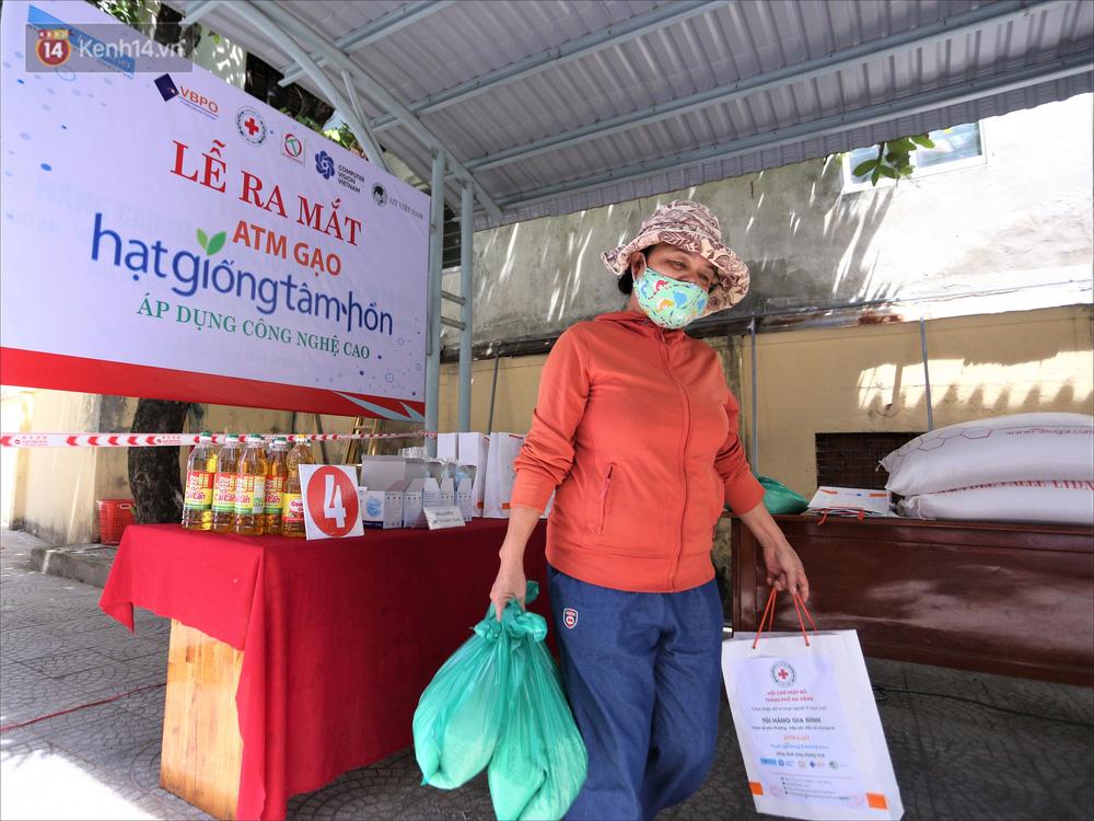 ATM gạo ứng dụng trí tuệ nhân tạo tại Đà Nẵng: Gọi điện hẹn trước 30 phút, nhận diện đúng người nghèo mới nhả gạo - Ảnh 17.