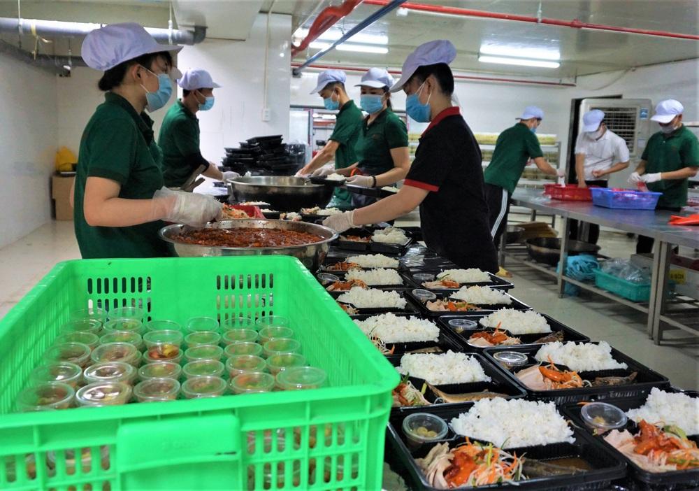 Người Đà Nẵng nấu hàng nghìn suất ăn VIP phục vụ miễn phí 3 Bệnh viện đang bị cách ly  - Ảnh 3.